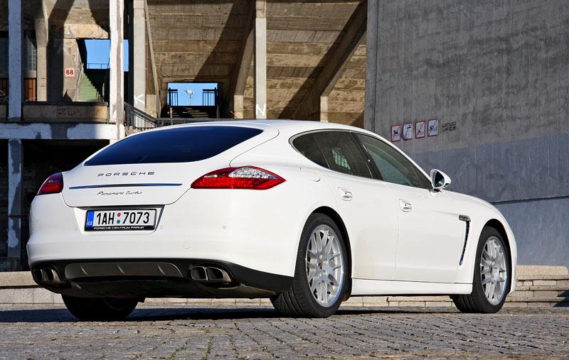 Test: Porsche Panamera Turbo: Ať tě provází síla: - fotka 38