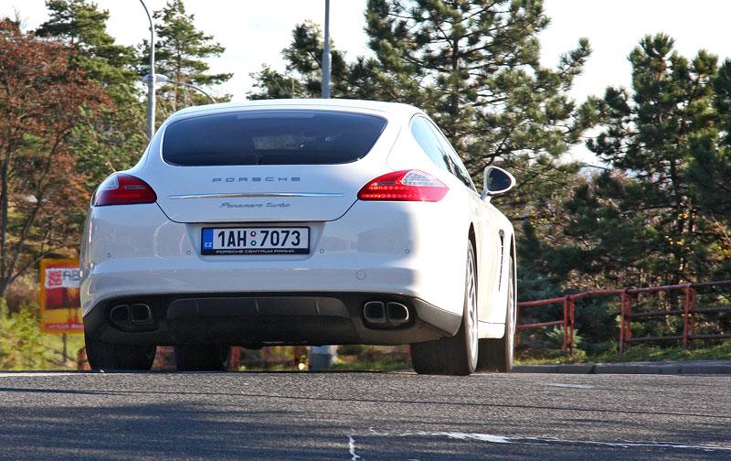 Test: Porsche Panamera Turbo: Ať tě provází síla: - fotka 43