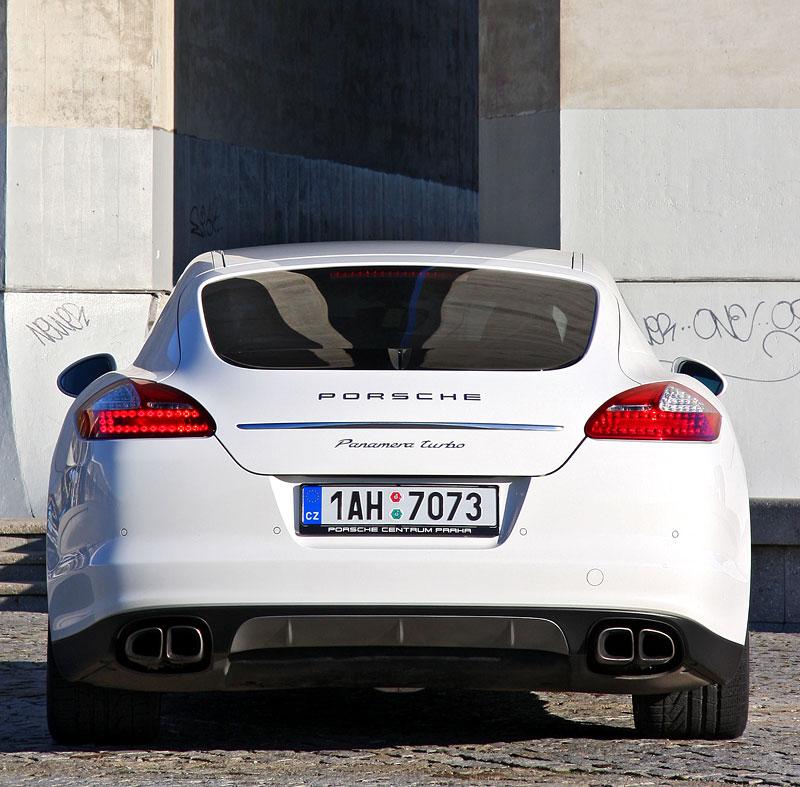 Test: Porsche Panamera Turbo: Ať tě provází síla: - fotka 44