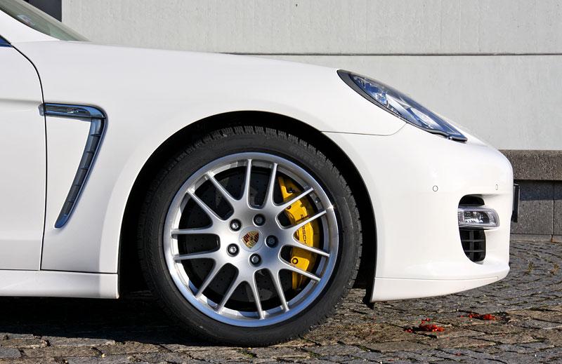 Test: Porsche Panamera Turbo: Ať tě provází síla: - fotka 52