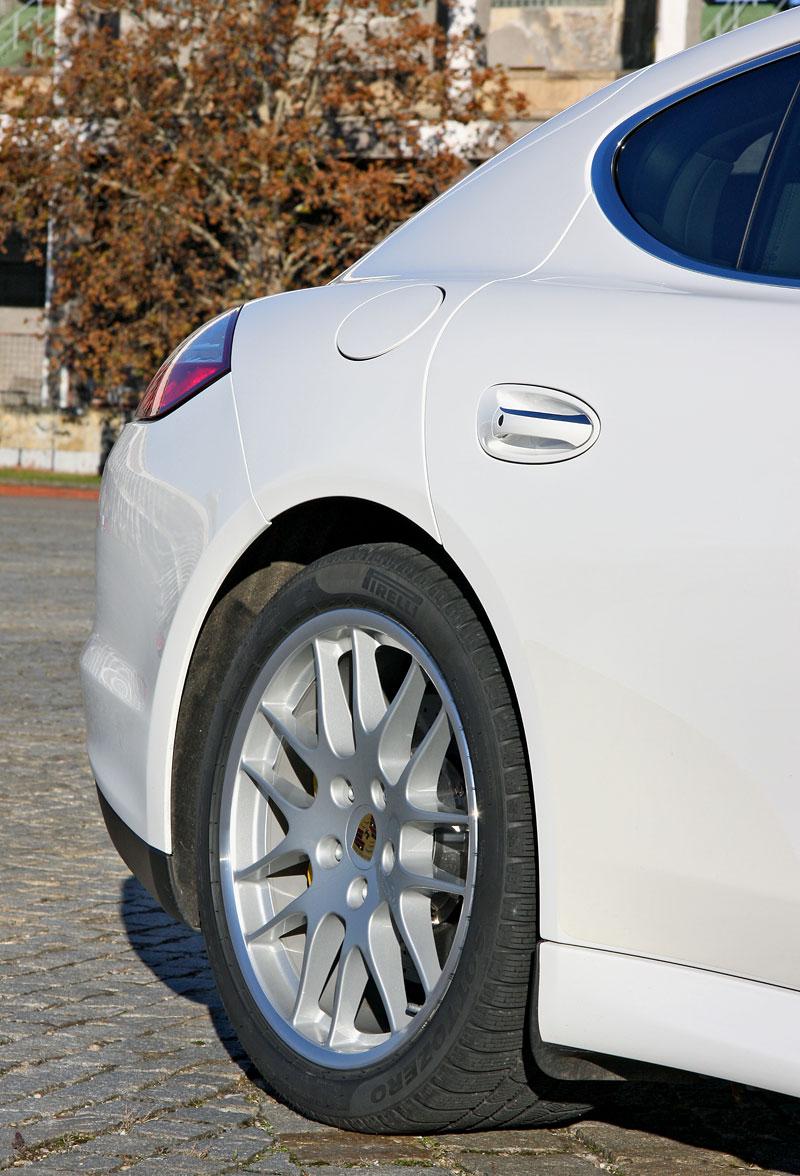 Test: Porsche Panamera Turbo: Ať tě provází síla: - fotka 60