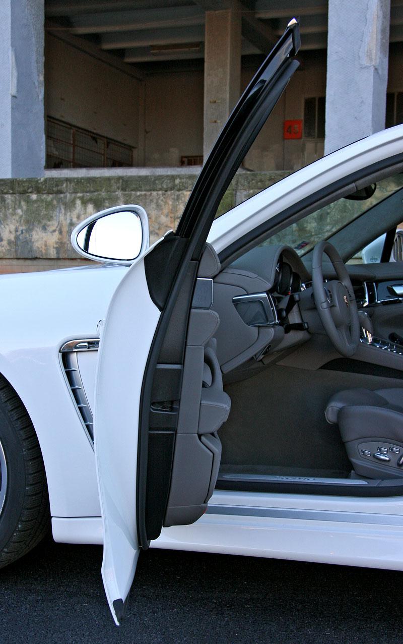 Test: Porsche Panamera Turbo: Ať tě provází síla: - fotka 68