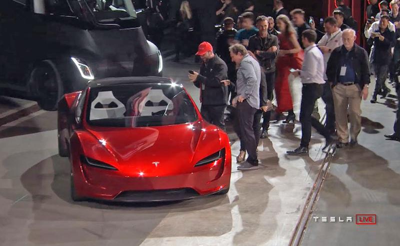 Elon Musk představil další bláznivou vizi. Příští Tesla Roadster se prý bude vznášet: - fotka 3
