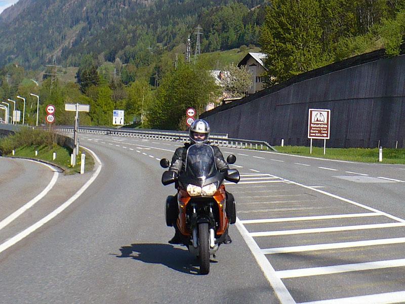 Dueltest - Honda XL1000V Varadero vs. Moto Guzzi Stelvio 1200: - fotka 35