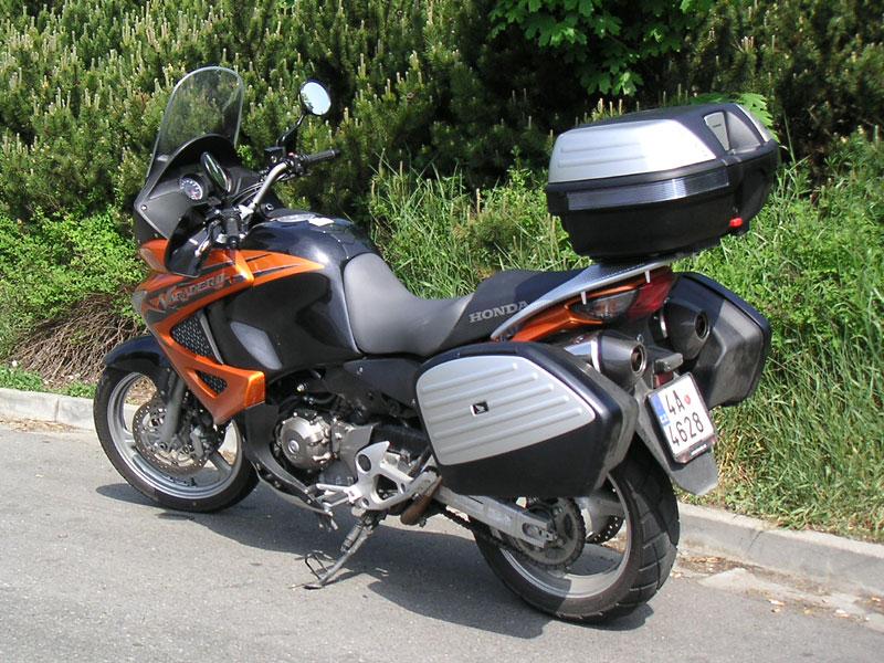 Dueltest - Honda XL1000V Varadero vs. Moto Guzzi Stelvio 1200: - fotka 49