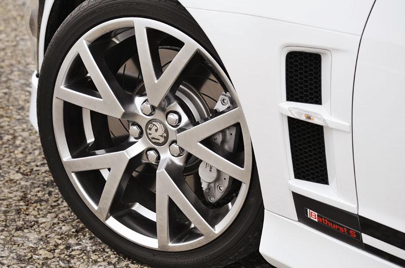 Vauxhall VXR8 Bathurst S: 560 koní by mohlo stačit: - fotka 25