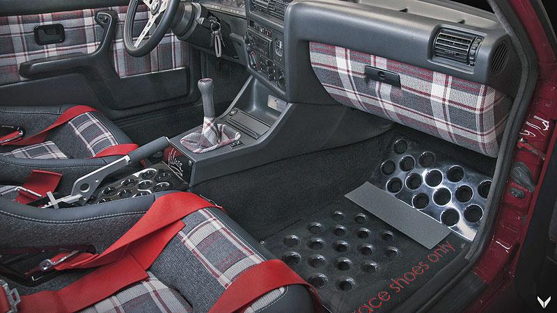 Je tohle dokonalá M3? Pod karoserií E30 se ukrývá šestiválec z E36: - fotka 5