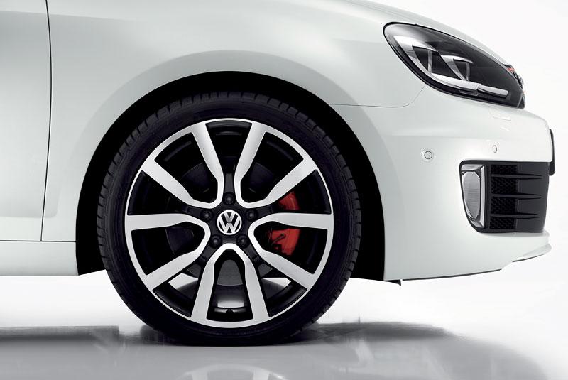 VW Golf GTI adidas: speciální edice už i u nás (české ceny): - fotka 8