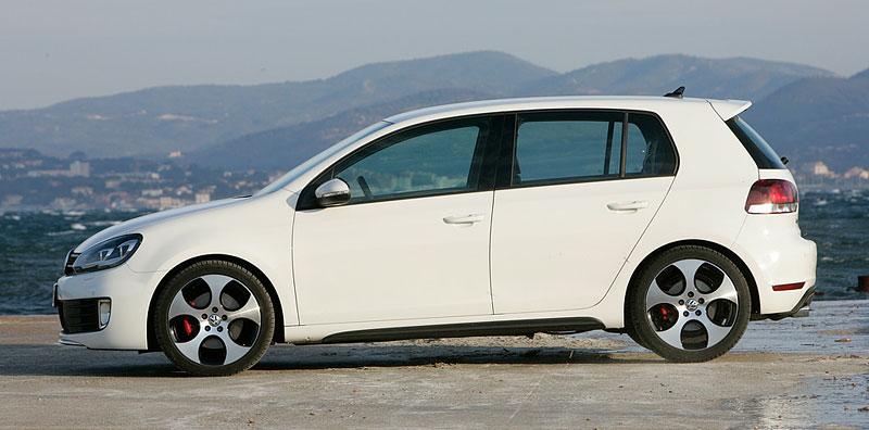 VW Golf GTI je autem roku v Kanadě: - fotka 27