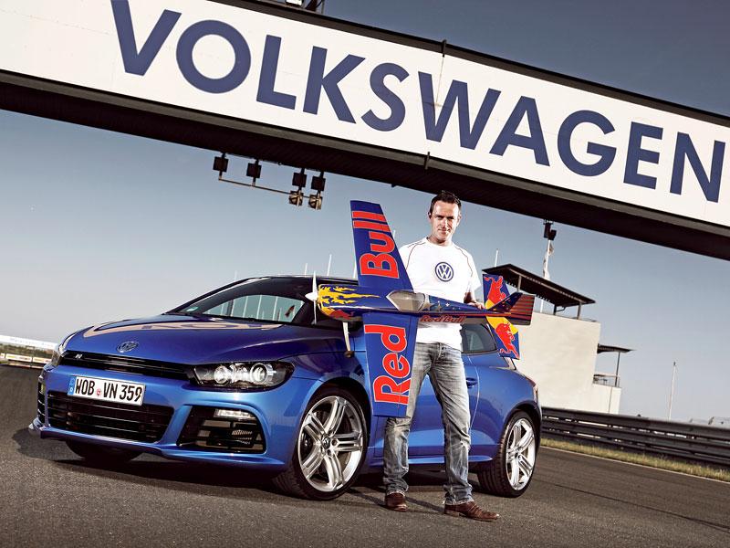 Volkswagen zve na závěrečný závod série Red Bull Air Race 2010: - fotka 1
