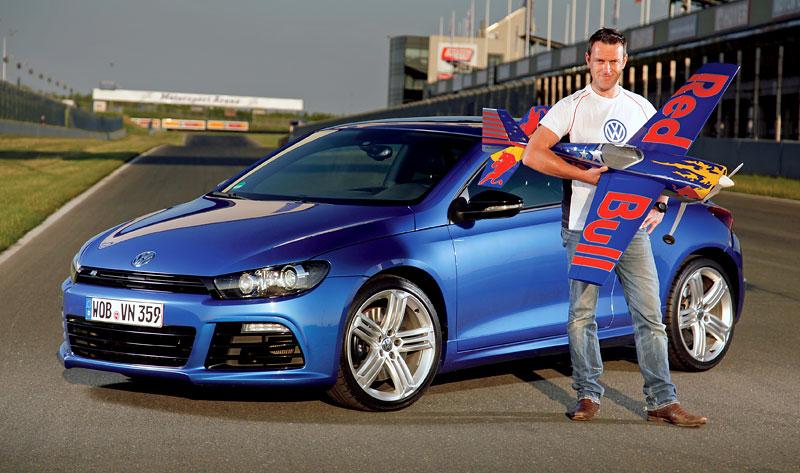 Volkswagen zve na závěrečný závod série Red Bull Air Race 2010: - fotka 2
