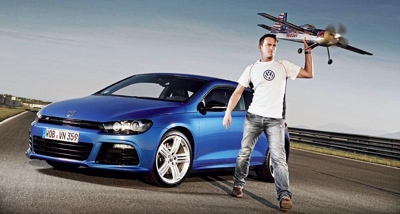 Volkswagen zve na závěrečný závod série Red Bull Air Race 2010: - fotka 3