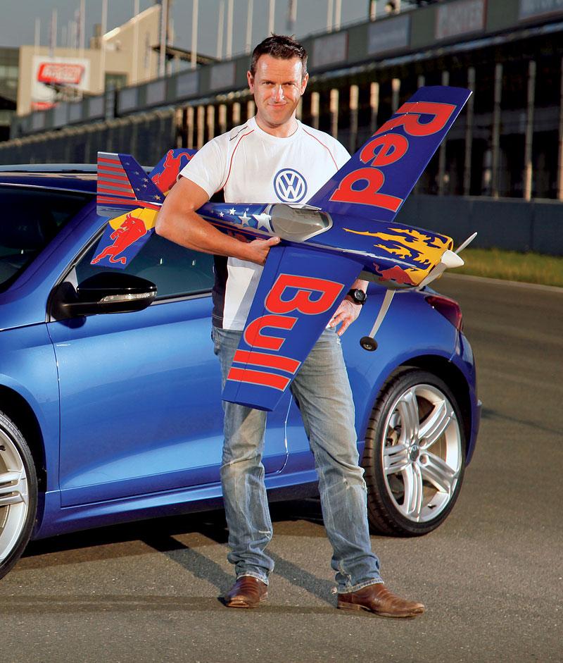 Volkswagen zve na závěrečný závod série Red Bull Air Race 2010: - fotka 4