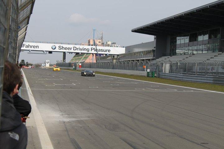 Ferrari P4/5 Competizione: první úspěšné testy na Nürburgringu: - fotka 16