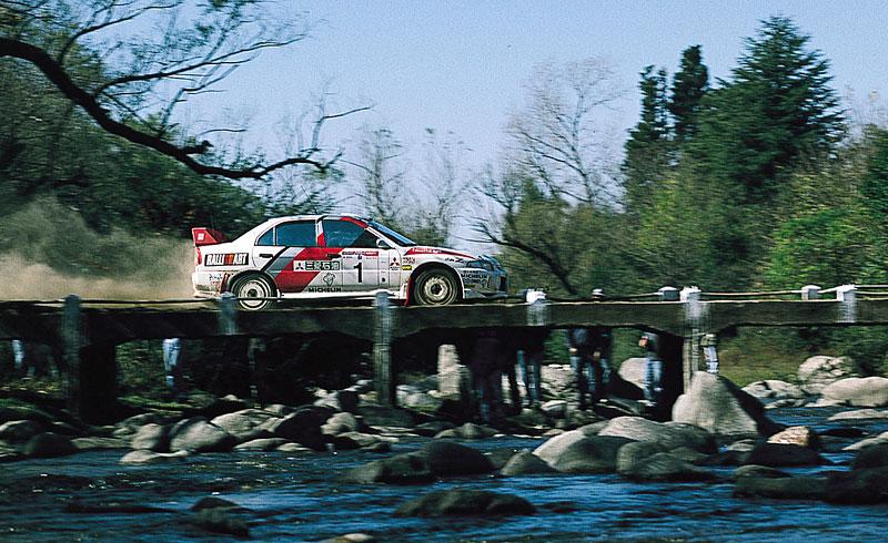 Mitsubishi Lancer Evo X loví u konkurence: - fotka 52