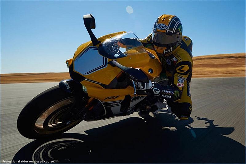 Yamaha slaví 60 let výroční R1 v retro barvách: - fotka 9
