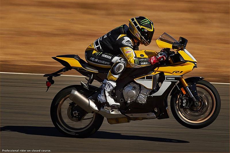 Yamaha slaví 60 let výroční R1 v retro barvách: - fotka 12