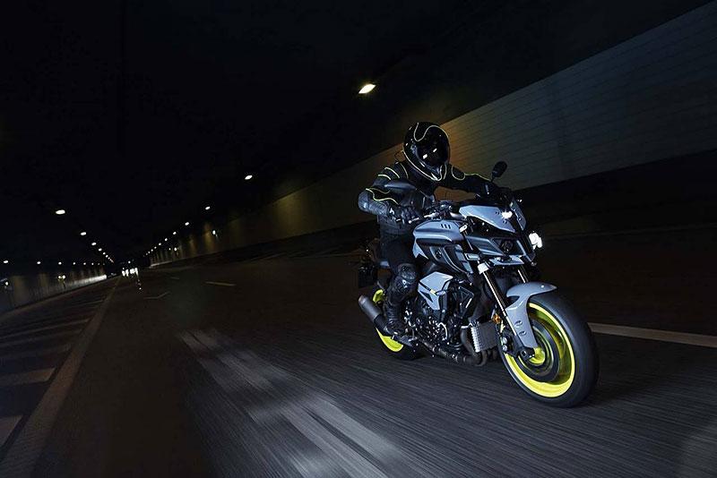 Yamaha MT-10: Super naháč pro novou sezónu (+video): - fotka 9