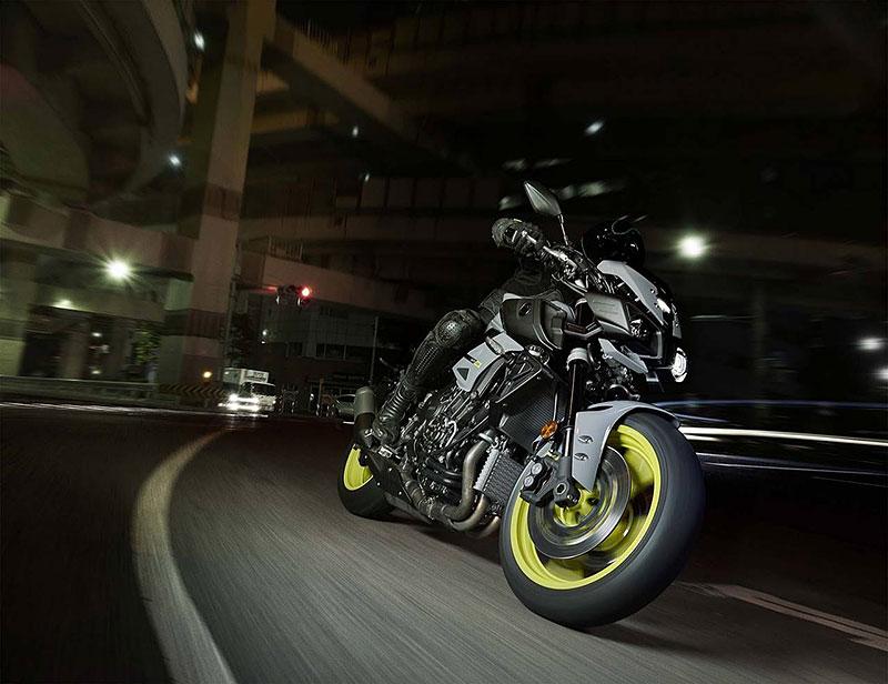 Yamaha MT-10: Super naháč pro novou sezónu (+video): - fotka 13