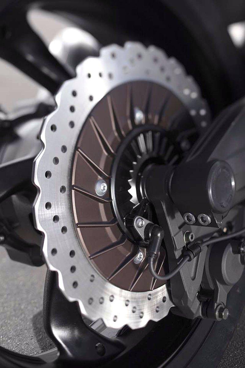 Yamaha V-Max 2009: první info, velká fotogalerie a video: - fotka 34