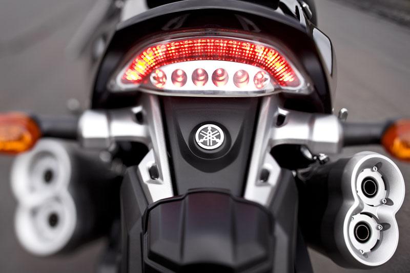 Yamaha V-Max 2009: první info, velká fotogalerie a video: - fotka 37