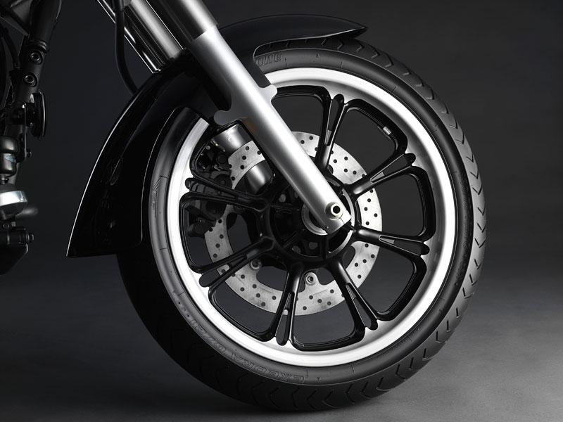 Yamaha 2009: XJ6 Diversion a XVS950A Midnight Star: - fotka 11