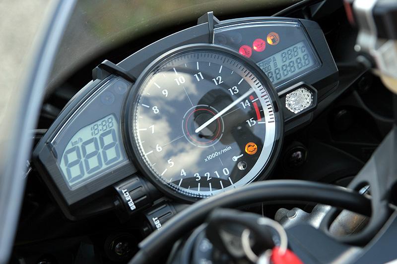 Test - Yamaha YZF-R1: sportovní kráska: - fotka 1