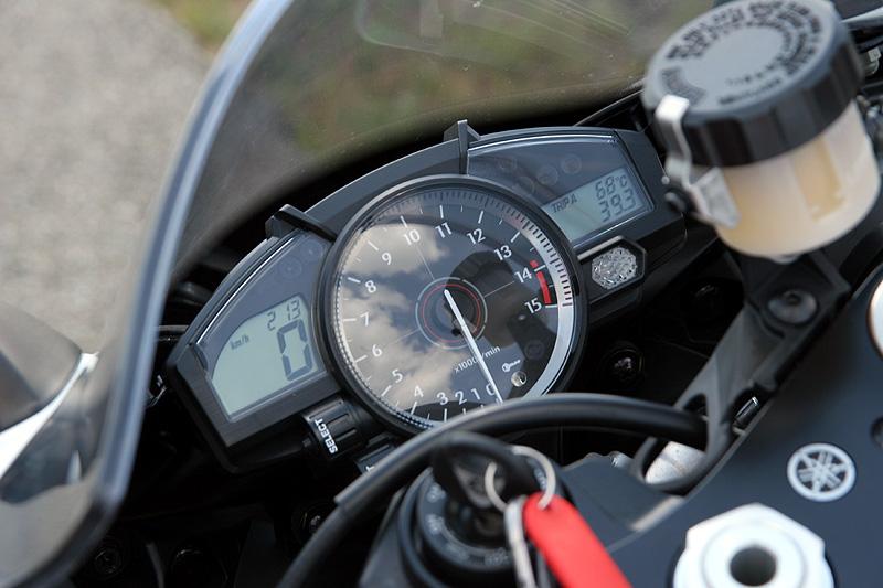 Test - Yamaha YZF-R1: sportovní kráska: - fotka 2