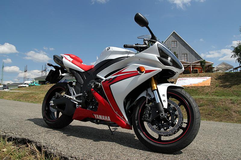 Test - Yamaha YZF-R1: sportovní kráska: - fotka 4