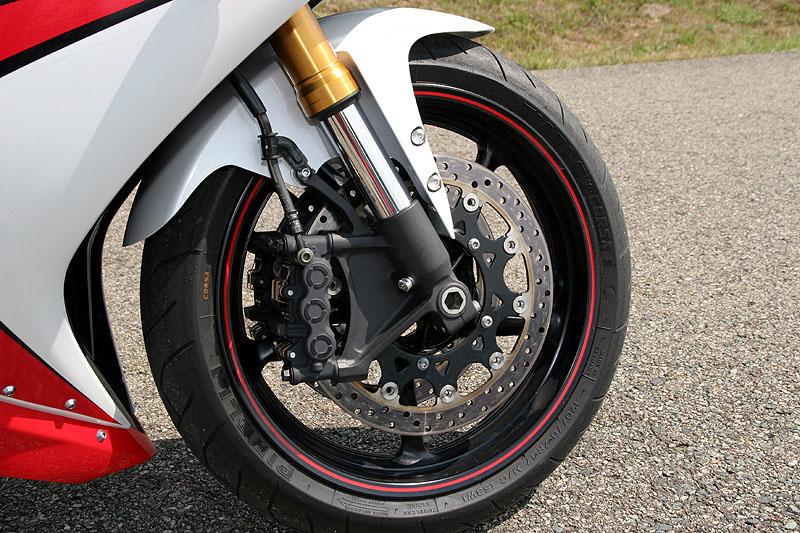 Test - Yamaha YZF-R1: sportovní kráska: - fotka 14