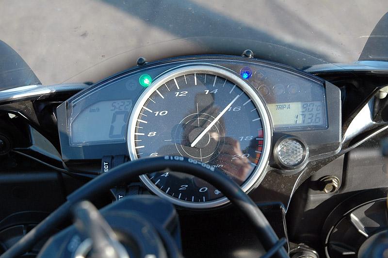 Test - Yamaha YZF R6R: - fotka 2
