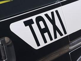 Města mohou nelegální taxi pokutovat, uvedlo ministerstvo dopravy