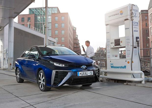 Šéf Toyoty: Elektromobily nejsou připraveny pro masovou výrobu