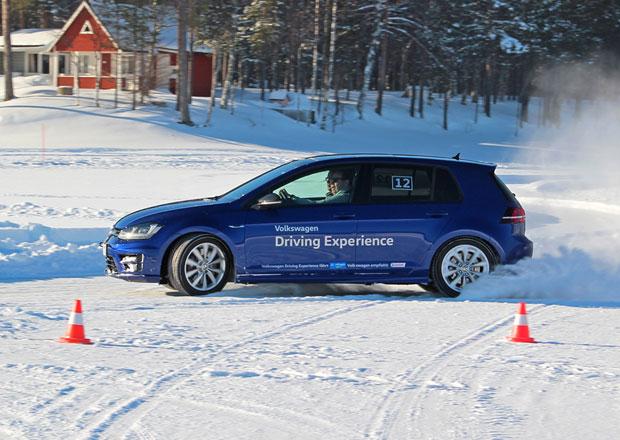 S Volkswagenem Golf R v ledovém království: Drifty, bouračky a Bam Bam! (+videa)