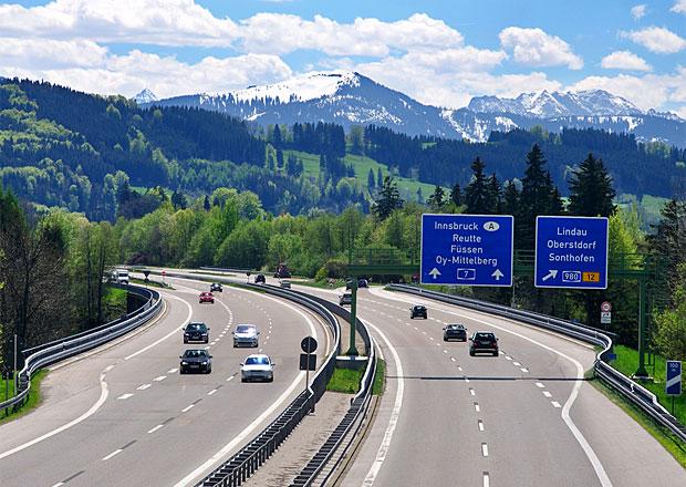 Češi chtějí ušetřit. Německé mýtné změní jejich dovolenkové trasy