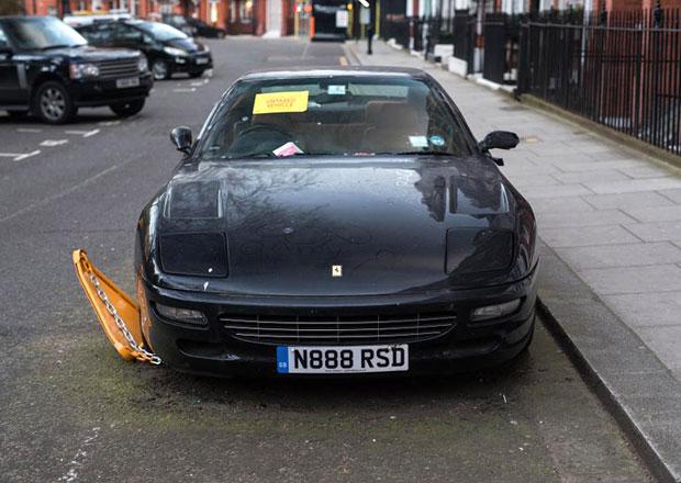 V Londýně někdo zapomněl Ferrari 456 GT a nejspíš jej příliš nepostrádá