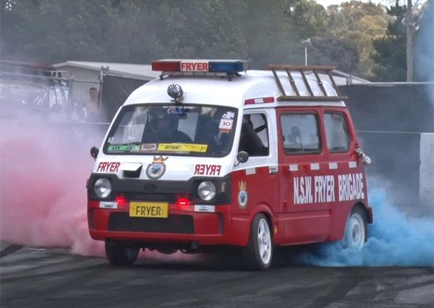 Video: Subaru Sambar dostalo osmiválec. Pálí gumy na počkání!