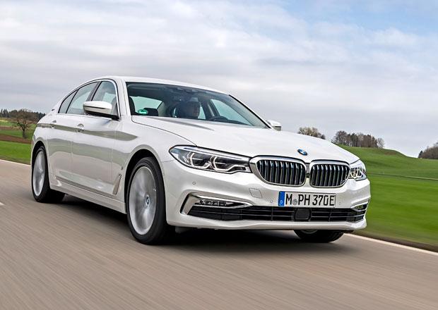 BMW 530e iPerformance je plug-in hybrid se 185 kW a bezdrátovým nabíjením