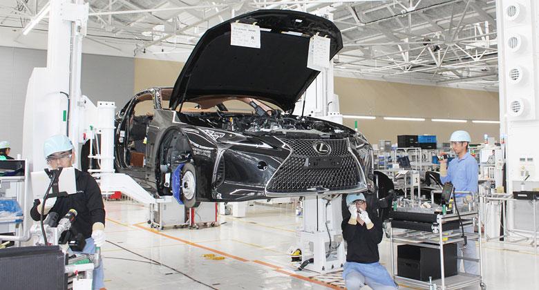 Lexus začal vyrábět kupé LC pro evropský trh. V rodišti božského LFA