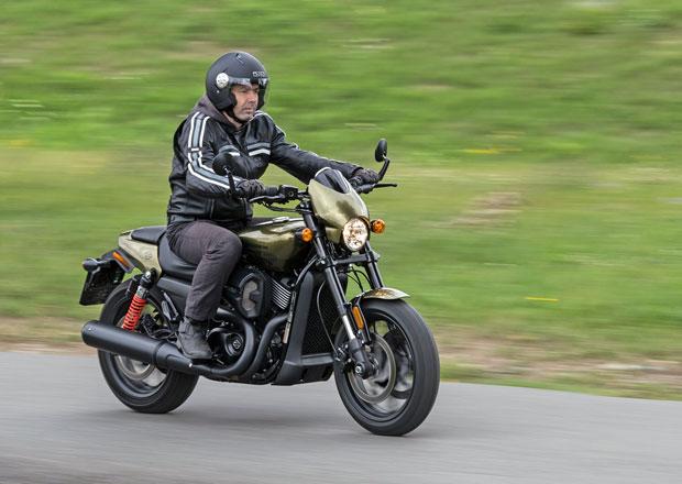 Za řidítky Harley-Davidson Street Rod: Mistr krátkých tratí