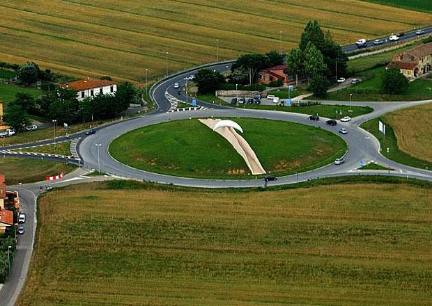 Na dovolenou do zahraničí. Jak je to v Itálii s kruhovými objezdy?