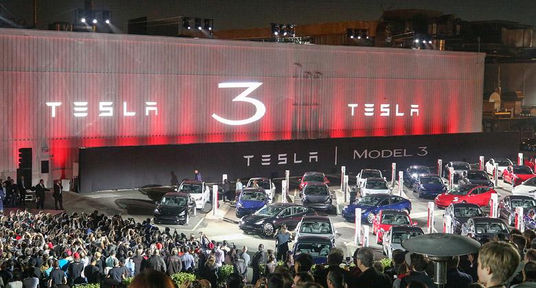 Zákazníci Tesly si stěžují: Namísto Modelu 3 jim prodejci chtějí vnutit dražší Model S