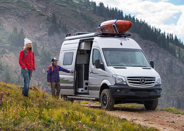 Winnebago Revel 44E je Mercedes-Benz Sprinter 4x4 proměněný v komfortní apartmá