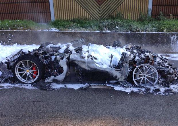 Ferrari F12tdf: Nádherný kousek kompletně shořel...