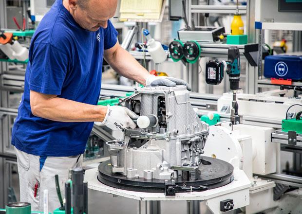 Výměnné náhradní díly skupiny Volkswagen: Prozkoumali jsme továrnu na značkové repasované díly