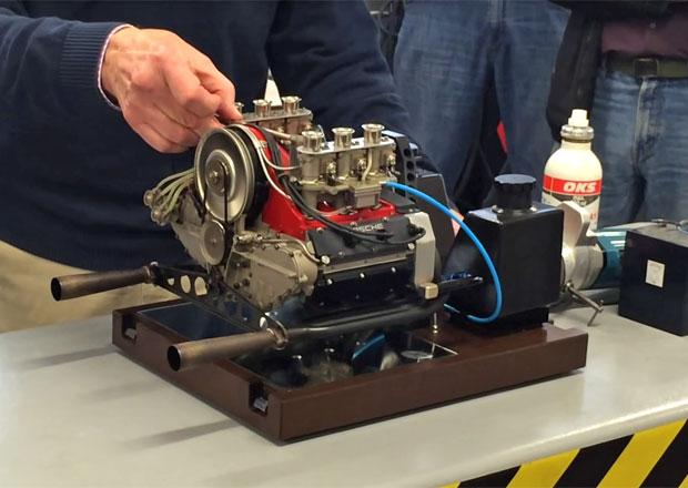 Zmenšený model motoru Porsche vznikl před 40 lety. Podívejte se, jak šlape!