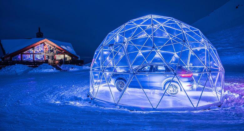 Nejnovější showroom Porsche naleznete na vrcholu Francouzských Alp. Je v něm jediné auto