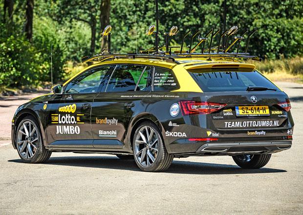 Podívejte se na speciální Škodu Superb pro Tour de France. K čemu má digitální zrcátko?