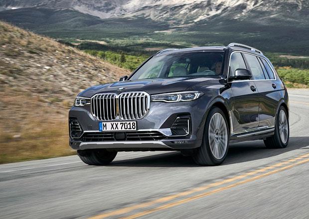 BMW X7 oficiálně. Největší SUV značky uveze až sedm dospělých a zvládne samo couvat