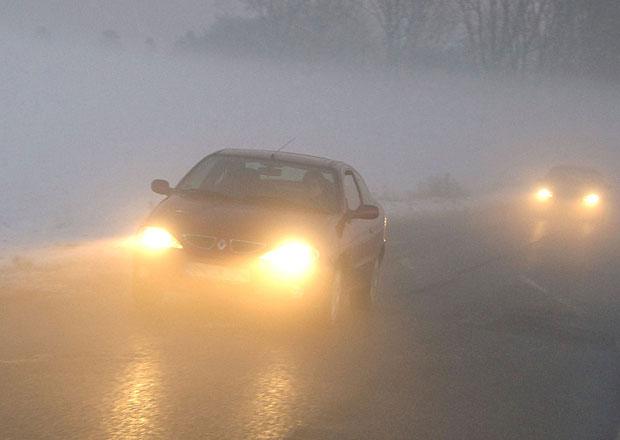 Jak jezdit na podzim? Nezapomínejte na mlhovky a denní svícení! A dávejte pozor na mrazíky